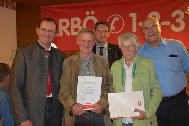 60 (!) Jahre ARBÖ-Mitgliedschaft: Horst Rueland und Anni Emberger mit Obmann Max Egger, Bürgermeister Hermann Ritzer und ARBÖ Tirol Präsident Eduard Fleischhacker